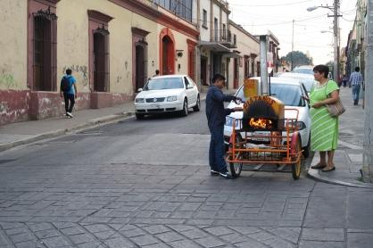 gekochte Platanos (Bananen) kriegt man frisch zubereitet auf der Strasse