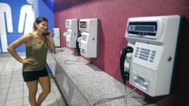 "das ""moderne"" Telefon im Shoppingcenter"