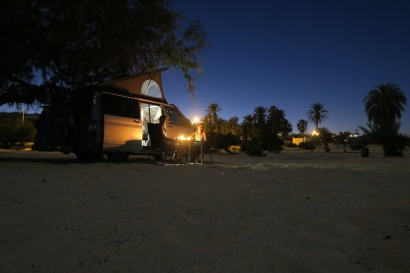 Camping am Strand by night