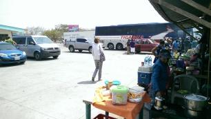 Parkplatz bei der Grenze, verhungern kann man nicht