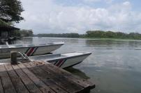 der Kanal ist auf der einen Seite von Tortuguero, das Meer auf der anderen