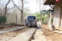 Super steile Strasse in Bahia Salinas (zuoberst drehten die Räder durch und wir mussten alles rückwärts zurück)