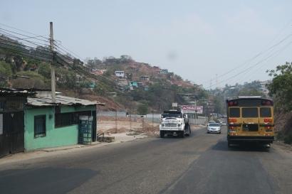 das Dorf direkt nach der Grenze