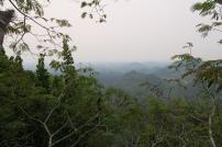 Aussicht von oben (aufgrund der kommenden Regenzeit ist es oft dunstig)