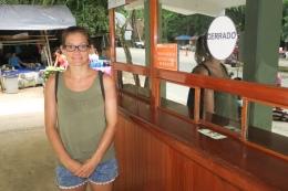 Kurz vor dem Öffnen der Maya-Stätte sind wir bereits beim Eingang (cerrado= geschlossen)