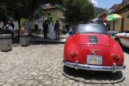 eine Hochzeit mit schönem Porsche