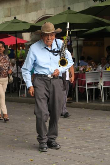 ein Strassenmusiker
