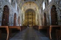 die Kirche ist mit viel Gold verziert