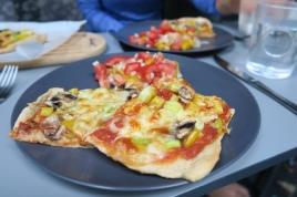 eine Pizza aus unserem kleinen Backofen