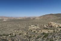 die Sicht von einem Gipfel aus auf den JoshuaTree NP
