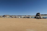 der Strand des Lake Powells vollgepackt mit RVs