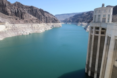 die riesige Staumauer des Lake Meads