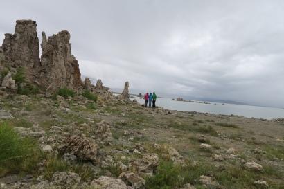 die Kalktuff-Formationen des Monolakes, bei regnerischem Wetter