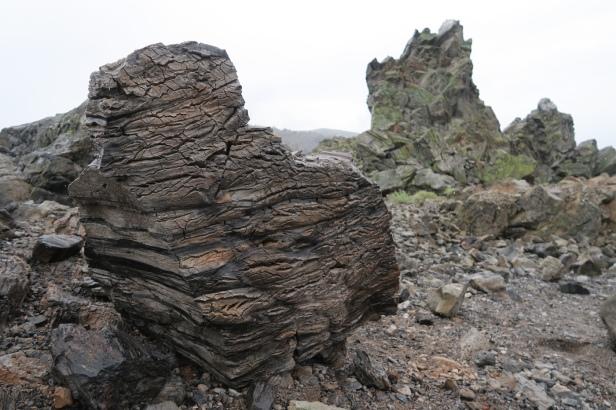 das Vulkangestein ist extrem leicht, weil es viele Lufteinschlüsse gibt