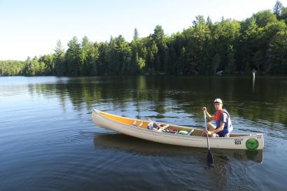 das Kanu ist bepackt für den zweitätigen Ausflug