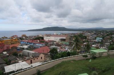 Der Ausblick vom Hügel auf die Stadt Baracoa