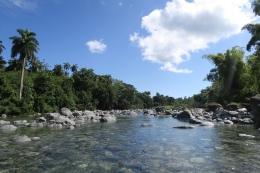 Eine Flussüberquerung gehört zur Wanderung