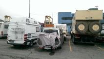 unser Büsli neben riesigen Reisemobilen
